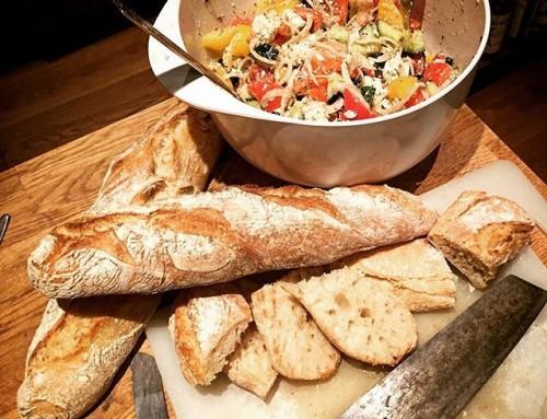 Lutz Geisslers Präsidentenbaguette, Griechischer Salat. Zaziki, Biftecki (nicht im Bild). Europa, lecker.